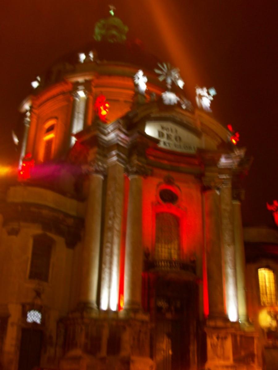 La Iglesia Católica Dominicana por la noche, Lviv (Ucrania) (1)
