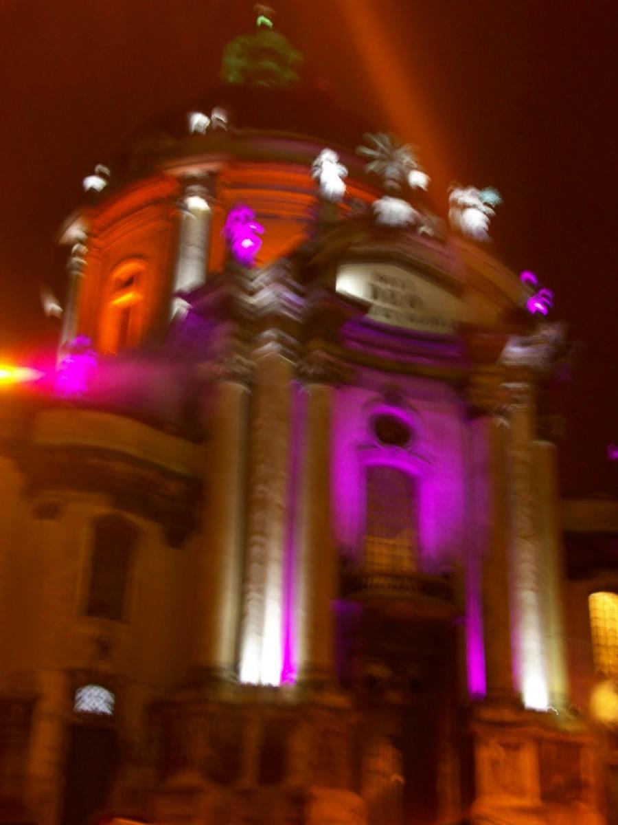 La Iglesia Católica Dominicana por la noche, Lviv (Ucrania) (2)