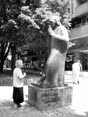 Devota en Skopje, Macedonia