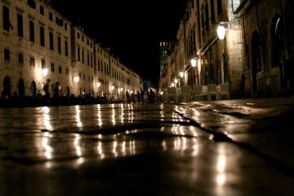 croacia Dubrovnik por la noche