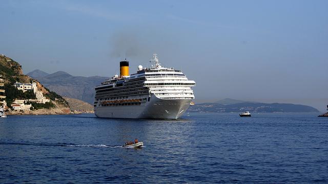 crucero pasando por Dubrovnik
