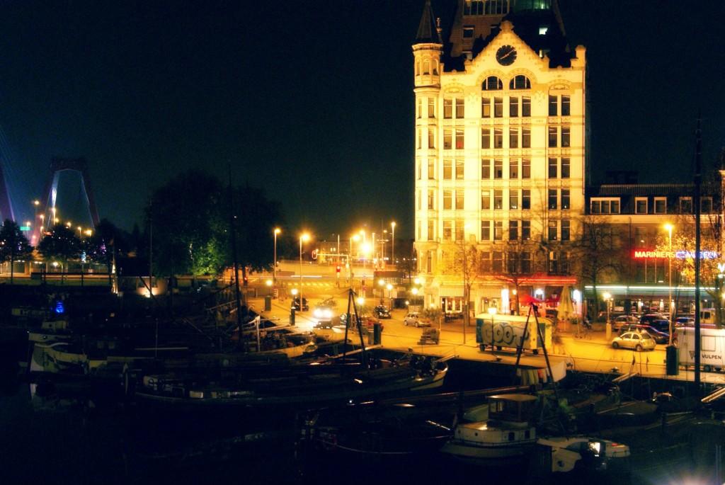 vista nocturna de Roterdam