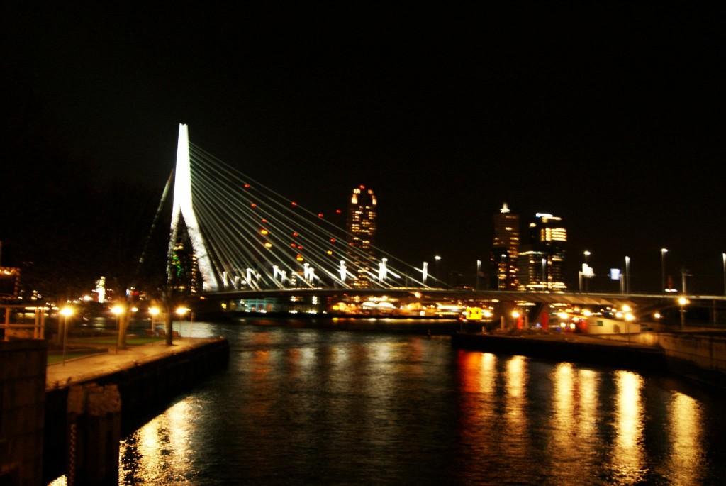río Mosa de noche