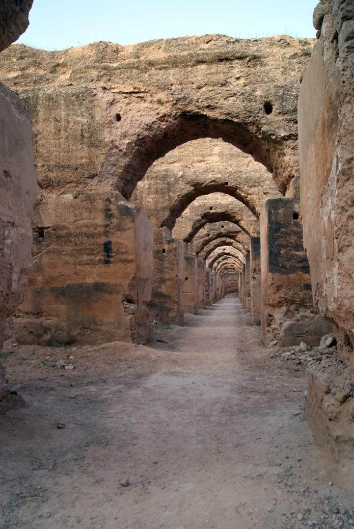 Las ruinas de uno de los pasillos de los graneros