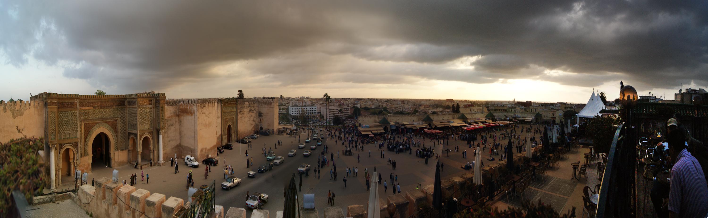 panoramica de la plaza de Meknes