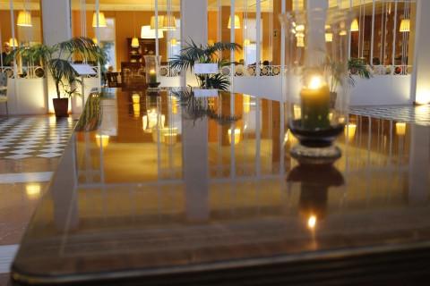 Mesa Emiratos Árabes II