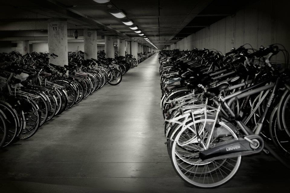 Aparcamiento subterráneo de bicicletas en Lovaina