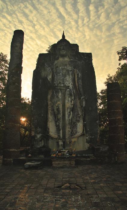 Sukhothai_wat_saphan_hin
