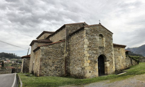Iglesia Prerrománica de Santianes