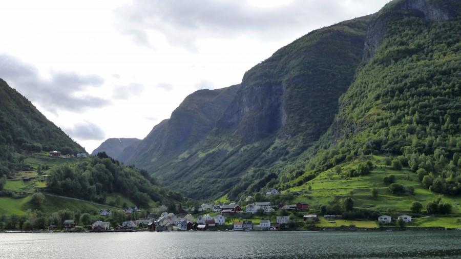 pueblo en el fiordo