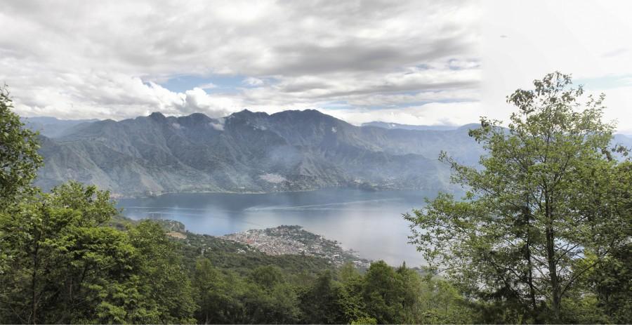 Vistas al lago Atitlán a mitad de camino de la cima