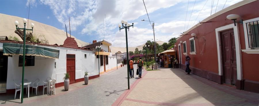 Calle del poblado en torno al oasis