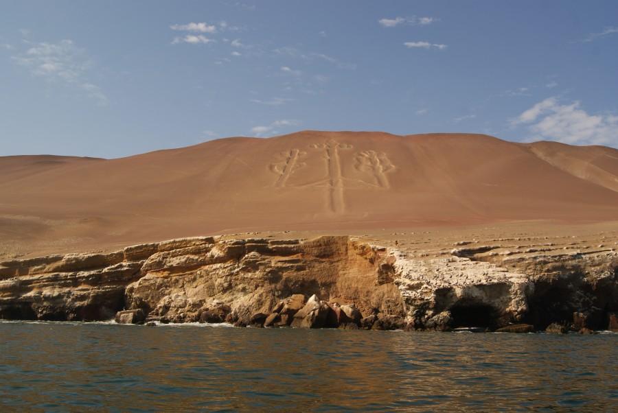 Misterioso petroglifo en forma de candelabro