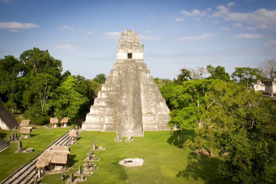 La Gran Plaza de Tikal desde el templo II