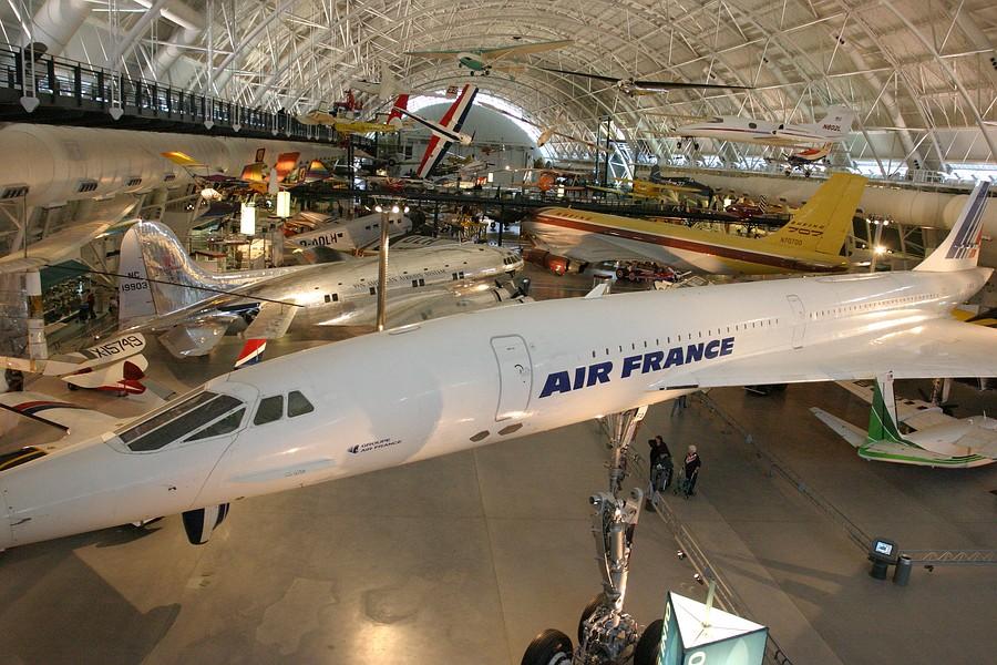 Concorde-udvar-hazy
