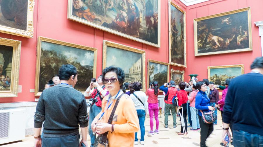 Bien de turistas en el Hermitage