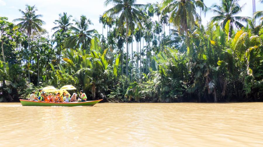 Paseo por el canal de Huai Raeng (Khlong)