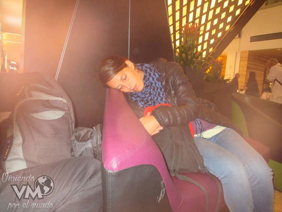 04-Algunos-aeropuertos-tienen-sofás,-pero-para-dormir...-como-que-no