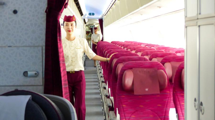 azafata qatar airways 2