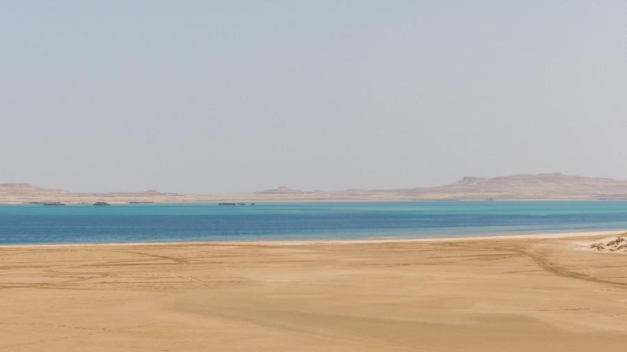 El mar se adendtra en el desierto en el Khor