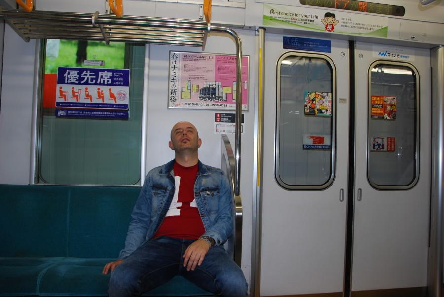 Un intenso día en el Metro de Tokio