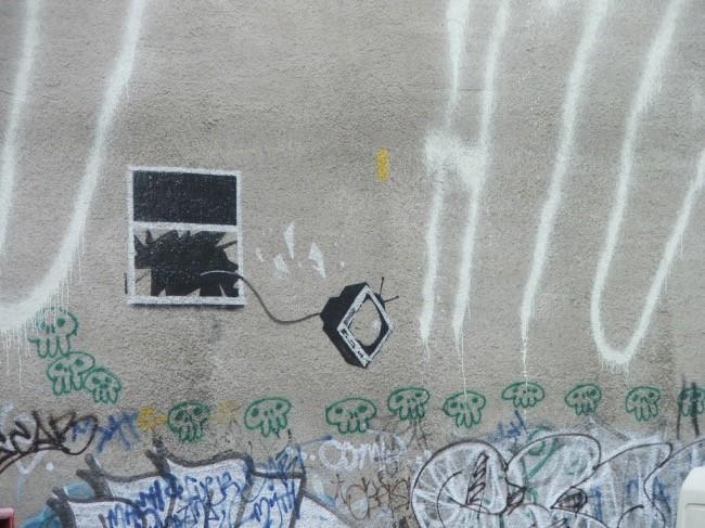 television-por-la-ventana-banksy