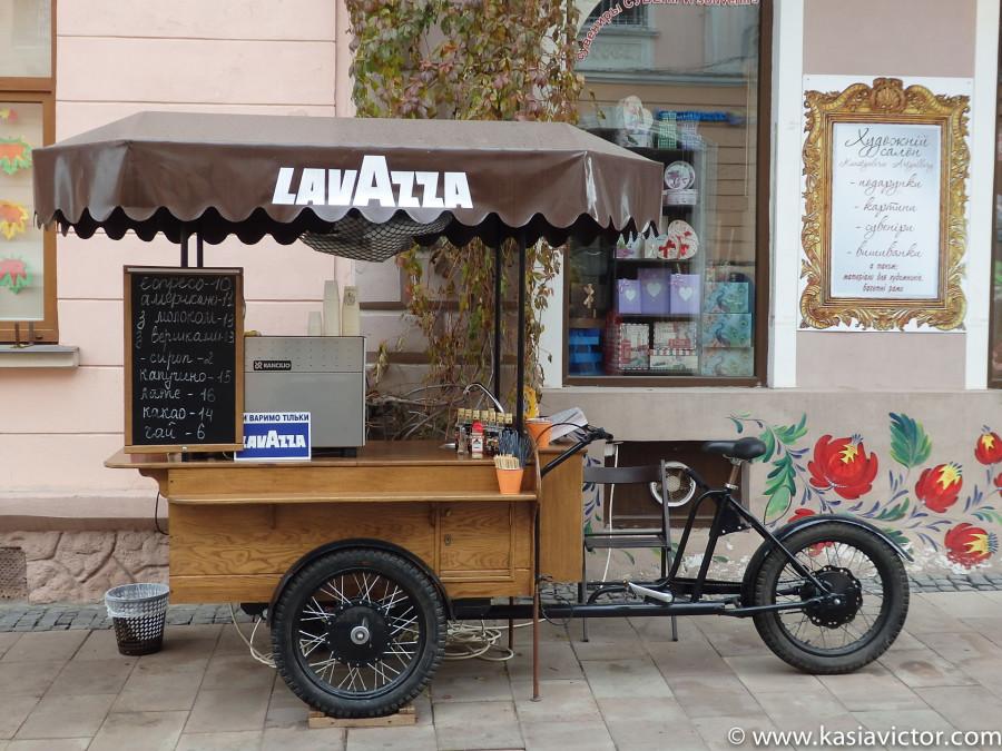 Cafetería ambulante en la calle Kobylyans´koi