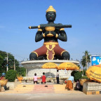 Rotonda de battambang que representa la leyenda del palo negro