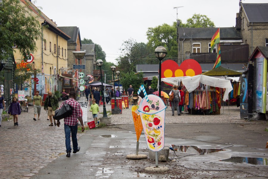 Touristical_commerce_within_the_Freetown_Christiania